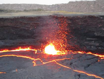 Hyperstereo on an active volcano 4